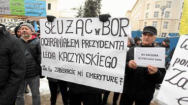 Protest przeciwko obniżeniu emerytur mundurowych