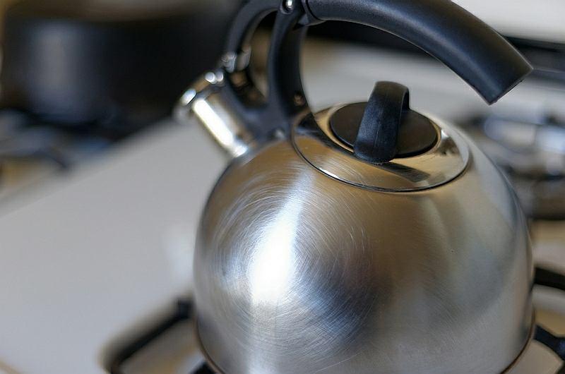 Jaką wodę lepiej wlewać do czajnika