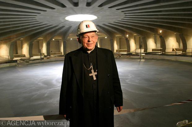 Prymas Glemp na budowie Świątyni Opatrzności Bożej