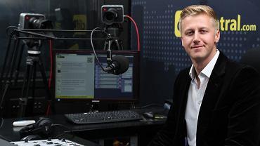 Gareth Cliff w studiu radiowym w RPA.