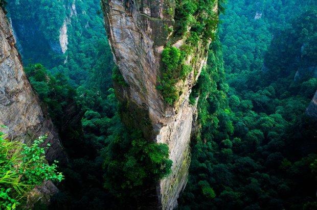 """Ten widok bardziej pasuje do odleg�ej planety ni� ziemskich krajobraz�w. Park Narodowy Zhangjiajie - w krainie """"Avatara"""" [ZDJ�CIA]"""