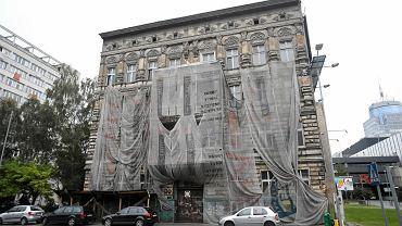 Zrujnowana kamienica przy ul. Malczewskiego 34 w sąsiedztwie Galaxy
