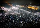 """""""Widzimy was"""", """"Wy złodzieje!"""", """"Odejdźcie!"""" Rząd ustępuje, ale na ulicach Bukaresztu narasta protest"""
