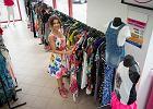 Smart shopping: dlaczego warto kupować w second-handach?
