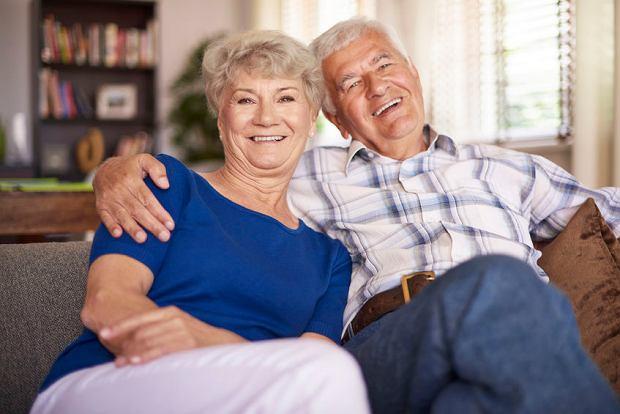 Emerytura nawet po śmierci, zmiana terminu wypłaty z ZUS, przelewy emerytalne do banku za granicą, czyli vademecum emeryta