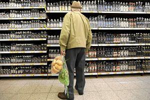 Będzie trudniej kupić alkohol. Sejm przyjął ustawę o ograniczeniach w sprzedaży. Teraz ruch prezydenta