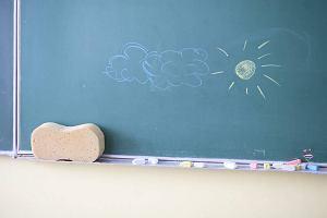 W�jt fikcyjnie zatrudni� si� w szkole. Chcia� wy�udzi� nauczycielsk� emerytur�?