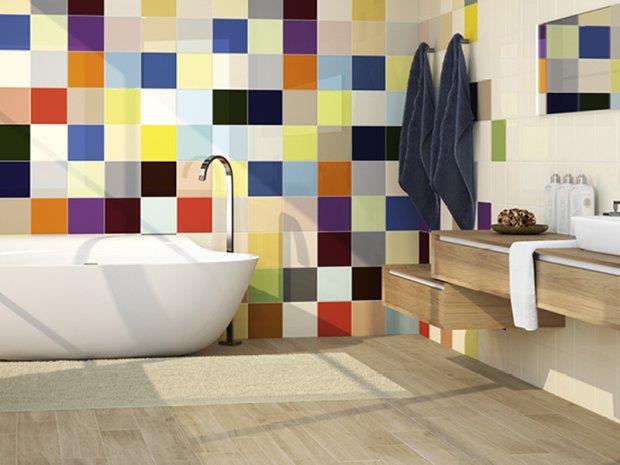 Kolorowe płytki na ścianie