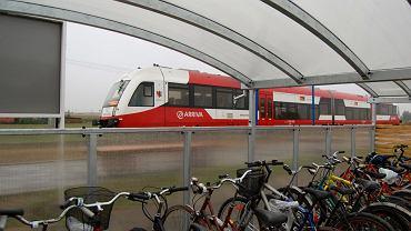 Parking rowerowy na przystanku kolejowym w Świekatowie