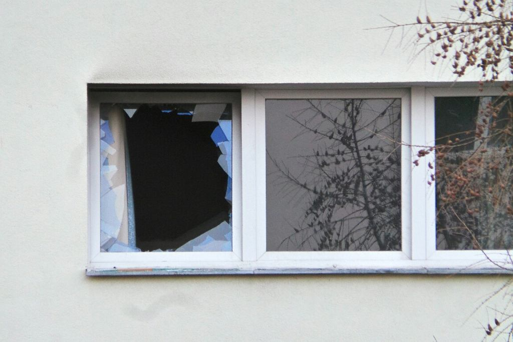 Zdjęcie numer 2 w galerii - Strażacy ugasili pożar i znaleźli zwłoki z odciętą głową. Brutalna zbrodnia na Żoliborzu