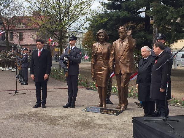 """Kaczyński odsłonił kolejny pomnik brata. I chce więcej. """"Patriota musi być przekonany..."""""""