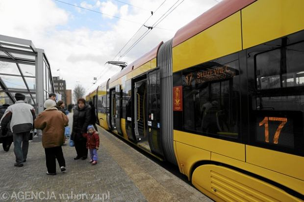 Jeden z warszawskich tramwaj�w