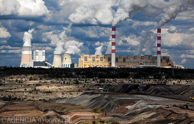 W Polsce miliardy euro idą w węgiel zamiast w ekologiczną energię. Rząd naciąga przepisy, a zyskują truciciele