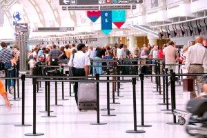 Pierwszy raz na lotnisku - co robić krok po kroku?