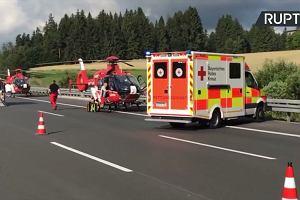 Poważny wypadek na niemieckiej autostradzie. Autokar stanął w płomieniach