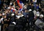 Mecz Albanii z Serbi� przerwany. Kibice sprowokowali pi�karzy do b�jki za pomoc� modelu samolotu