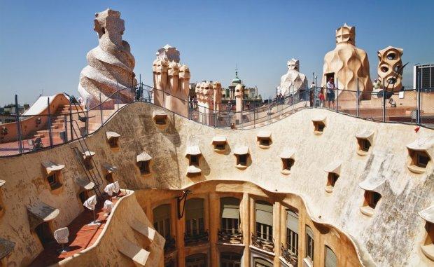 Dzie�a Gaudiego w Barcelonie. S� dziwne, pi�kne i podziwiane przez turyst�w z ca�ego �wiata