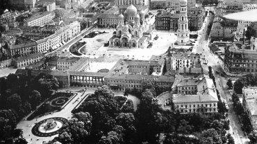 Początek XX wieku. Widok na Ogród Saski, Pałac Saski i dzisiejszy Pl. Piłsudskiego z prawosławnym soborem wybudowanym przez Rosjan