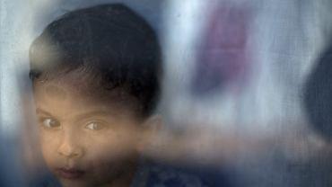 2-letni Petram Mehdi z Iranu w schronisku dla uchodźców pod Atenami