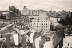 TAKICH zdjęć Warszawy jeszcze nie widzieliście. Przez lata leżały w Narodowym Archiwum Cyfrowym