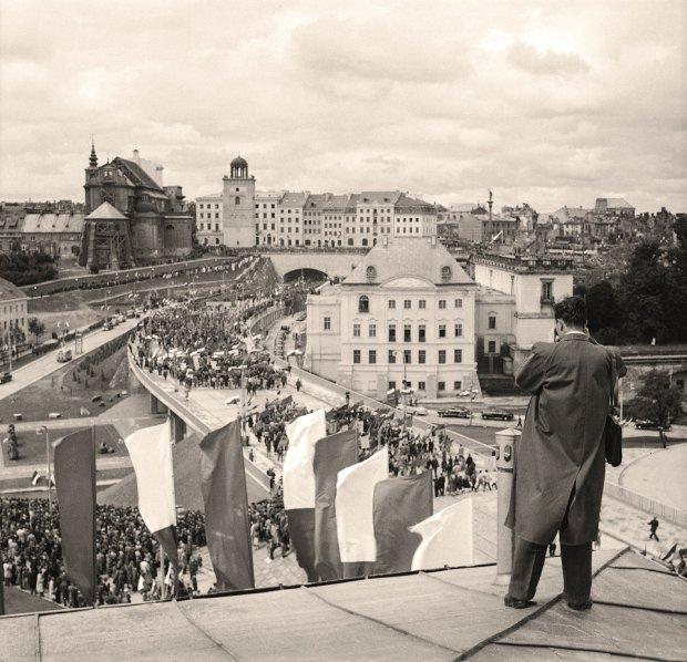 TAKICH zdj�� Warszawy jeszcze nie widzieli�cie. Przez lata le�a�y w Narodowym Archiwum Cyfrowym