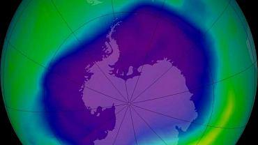 Jedną z największych dziur ozonowych nad Ziemią zaobserwowano w 2006 roku