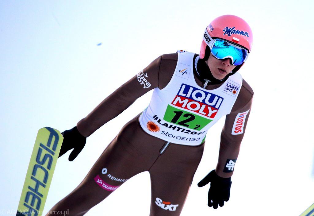 Dawid Kubacki podczas konkursu drużynowego na Mistrzostwach Świata w Lahti
