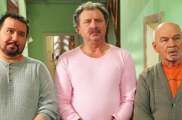 """""""Świat według Kiepskich"""" jest nadawany już od 17 lat. Dziś trudno rozdzielić aktorów od granych przez nich postaci, ale początkowo w rolę Ferdynanda miał wcielić się inny aktor!"""