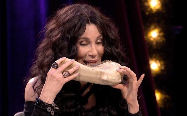Cher musi żywić wyjątkowo dużą niechęć do Donalda Trumpa. Żadne miłe słowo na temat prezydenta USA nie przejdzie jej przez usta. Wolała włożyć w nie coś obrzydliwego.