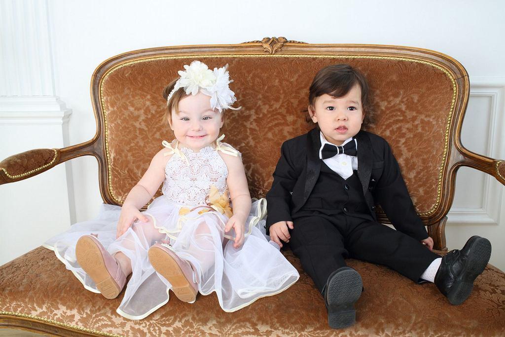Nie wiesz, jak ubrać dziecko na wesele? Zacznij od sprawdzenia stanu szafy, nie musisz kupować nowych rzeczy tylko na tę jedną uroczystość