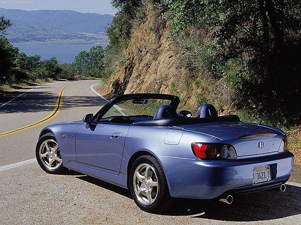Auto w Europie oferowane było wyłącznie z jedną jednostką napędową
