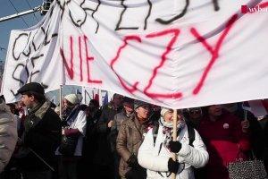 """""""My - społeczeństwo. My - 'Solidarność'. My - naród!"""". Reportaż z manifestacji KOD"""