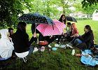 Studenci grillują pod chmurką, pogoda nie dopisała [FOTO]