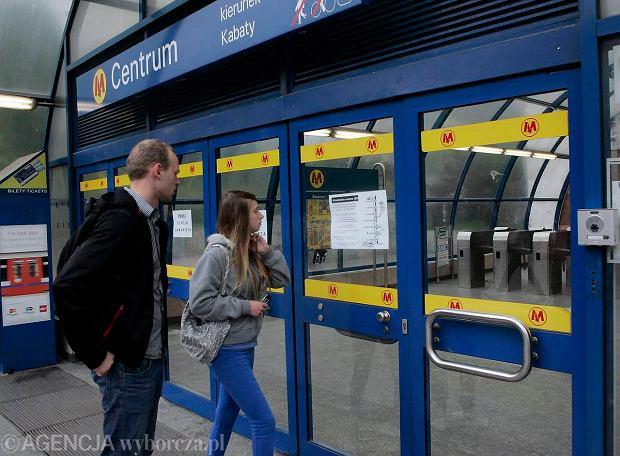 Zamknięte stacje Centrum i Świętokrzyska