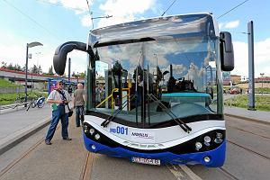 http://bi.gazeta.pl/im/c9/14/f4/z15996105M,Prezentacja-kolorystyki-i-wzornictwa-dla-tramwajow.jpg