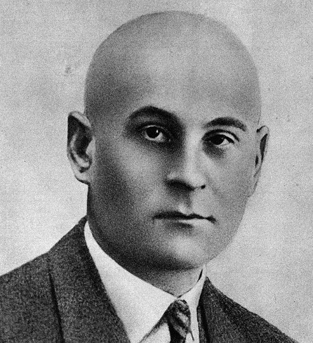 Józef Łokietek (w kółku) należał do najbardziej wykształconych gangsterów Warszawy. Doktorat z chemii otwierał przed nim karierę naukowca, ale ostatecznie Łokietek założył niewielką fabrykę pasty do butów. Jednak ważniejsza od prowadzenia własnego interesu okazała się polityka