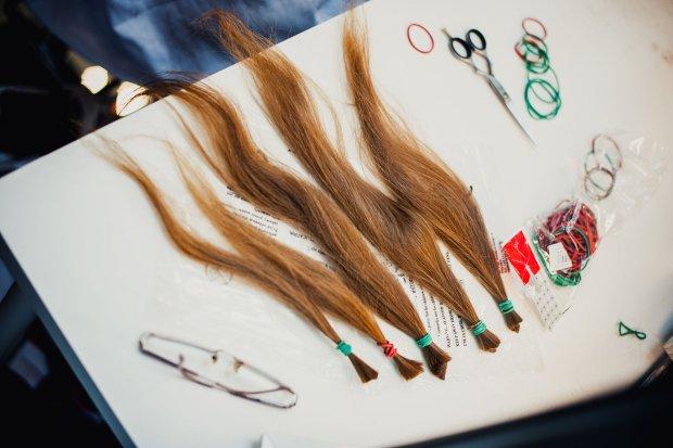 """""""Obcięłam 35 cm włosów na peruki dla chorych na raka"""". Też chcesz pomóc? Wyjaśniamy, co i jak"""
