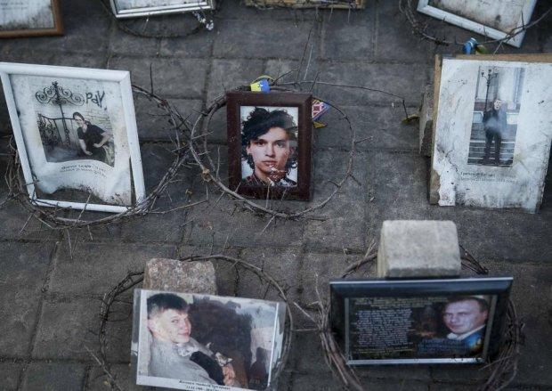 Rocznica antyrz�dowych protest�w na Euromajdanie. Wielki lej na Uralu. I Ice Bucket Challenge po rosyjsku [ZDJ�CIA TYGODNIA]