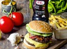 Burgery z sosem Czar chili czosnkowym TaoTao - ugotuj