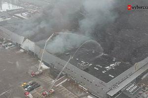 Pożar hali na warszawskiej Białołęce. Utrudnienia dla klientów T-Mobile
