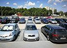 76-letni mężczyzna nie mógł znaleźć miejsca parkingowego. Wyładował swoją frustrację na autach