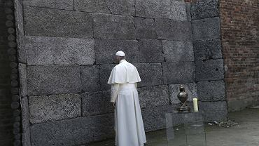 Papie� Franciszek prawie nigdy nie milczy. Tutaj poruszenie wzi�o g�r�