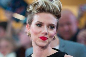 <b>2. Scarlett Johansson - 35,5 mln dolar�w</b><br/>Finansom Scarlett nie zaszkodzi�a nawet przerwa z powodu urodzenia pierwszego dziecka. Na dodatek wyst�pami w drugiej cz�ci ?Avengers? i filmie ?Lucy? ugruntowa�a swoj� pozycj� kobiecej gwiazdy kina akcji. Za swoj� kolejn� rol� w filmie ?Ghost in the Shell? dostanie a� 17,5 mln dolar�w. Jest te� twarz� marki Dolce & Gabbana.