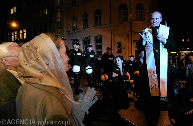 Ks. Henryk Małkowski podczas demonstracji podczas marszu