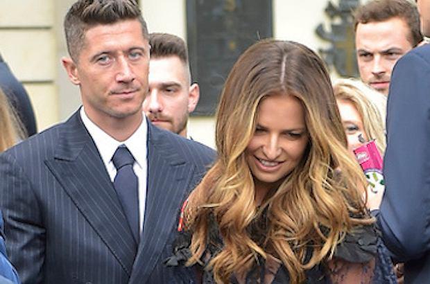 Lewandowscy na ślubie córki Anny Korcz. Ania w bardzo odważnej sukience. Odpowiednia na taką okazję?