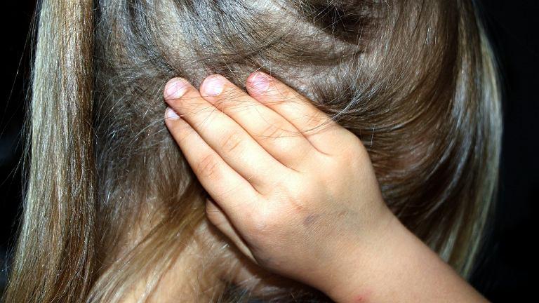 Przemoc wobec dzieci (zdjęcie ilustracyjne)