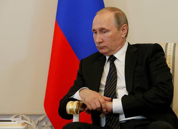 Pusta kasa przyspieszy wyb�r Putina