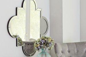 Sposób na lustro w salonie