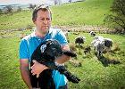 """Przepis na szczęśliwe życie według pasterza owiec: """"Kiedyś młodzież uważała, że praca na roli jest dla tępaków. Teraz wracają i łakną prostoty. Miasto ich oszukało"""""""