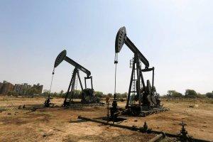 Ropa w Rosji skończy się w 2044 r. A z łupkami sobie nie radzą